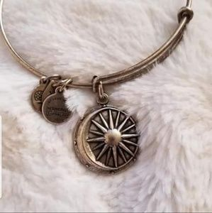 6 Alex and Ani Bracelets! Perfect for Christmas!